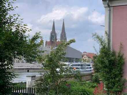 ***sonniges TOP-Grundstück - traumhafter Blick auf Altstadt/Donau - lfd. Baugenehmigung für EFH***