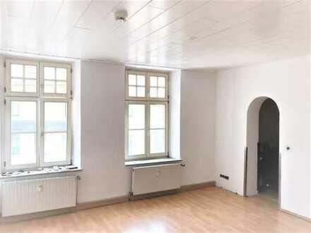 Nette Familie für frisch gestrichene 130 m² auf zwei Ebenen, 6 Zimmer u. 2 Bädern gesucht!