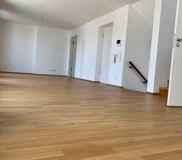 Neubau Erstbezug! Individuelle 4-Zimmer-Wohnung mit 3 großartigen Balkonen!