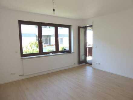 Neu renovierte 3 Zimmer-Etagenwohnung mit Balkon, Garage und Keller