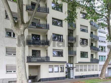 Zentral in Lindenhof: Bewohnte 1-Zi.-ETW mit Balkon und Garagenstellplatz