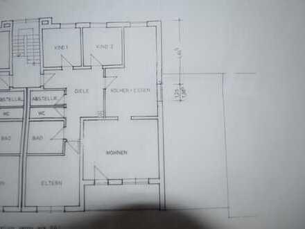 Preiswerte, vollständig renovierte 5-Zimmer-Wohnung mit Balkon in Holzheim
