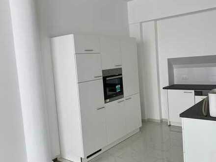 Erstbezug nach Sanierung mit Einbauküche: freundliche 2-Zimmer-Wohnung in Karlsruhe