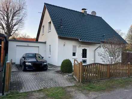 1.450 €, 120m², 4 Zimmer, idyllisches Einfamilienhaus, freistehend,2 Stellplätze,1 Garage