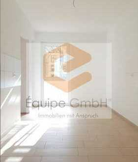 Sonniges Tageslichtbad mit Wanne & Dusche & Wohnküche!