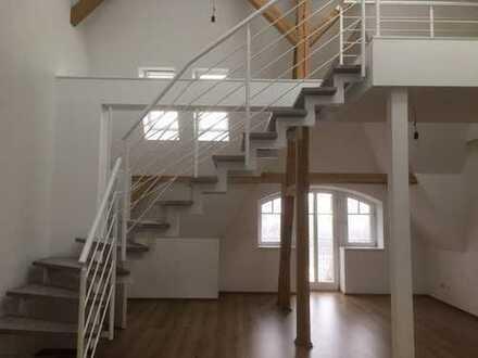 Einzigartige & geschmackvolle 3 Zimmer-DG-Maisonette-Wohnung mit Balkon, Aufzug & Stellplatz!