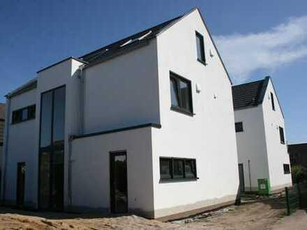 Neubau Erstbezug Einfamilienhaus in schöner Lage von Grundschöttel