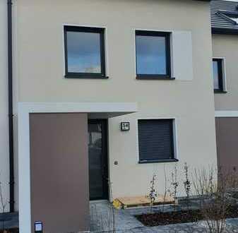 Neubau Erstbezug: Ansprechendes Reihenhaus in Göppingen-Bartenbach