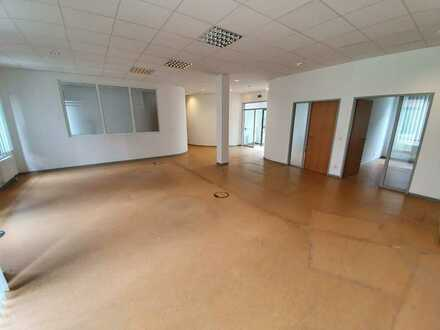Repräsentative und attraktiv geschnittene Bürofläche in zentraler Lage