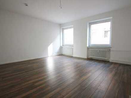 Sanierte 4-Zimmer Wohnung mit Balkon!