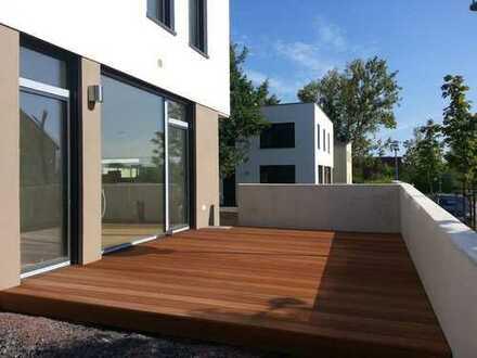 Architektenhaus mit Dachterrasse, Carport und moderner Einbauküche, energieffiezient