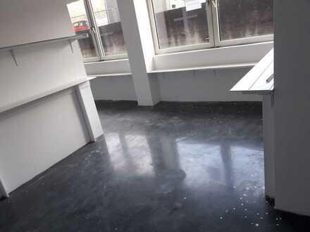 100 m² im Erdgeschoss als Büro, leichte Produktion oder Atelier nutzbar