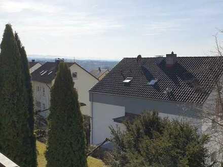 Gepflegte Helle 2 Zimmer Wohnung mit Balkon und EBK in Plochingen