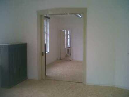 5 Räume für Wohngemeinschaft im 1.OG / Altbau zu vermieten