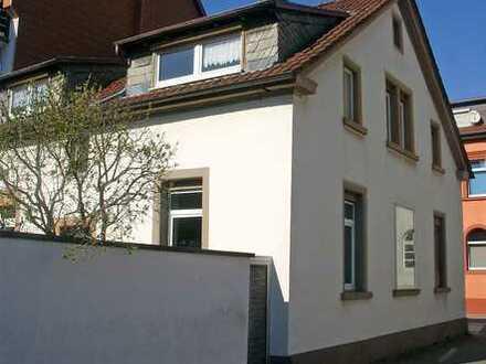 POCHERT IMMOBILIEN - Schönes Wohnhaus mit herrlichem kleinem Garten/Hof in KL-Altstadt