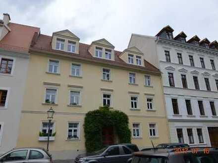 Schicke Altstadtwohnung in ruhigem, gepflegtem Haus mit schönem Rundbalkon!