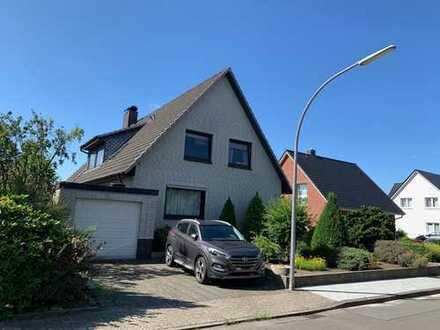 Bezugsfertiges Zweifamilienhaus mit Garage, Terrasse, Balkon und Vollkeller