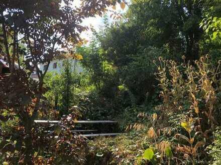 Traumhaft möbliertes Zimmer mit Balkon in 4er WG mit großem Garten