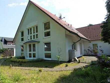 Haus im Haus: Moderne Doppelhaushälfte in Billstedt (Schiffbek)