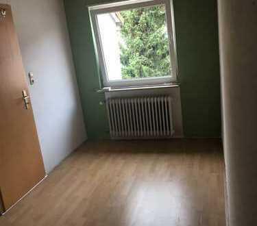 Helles WG Zimmer in einem gemütlichen Haus in Mannheim-Sandhofen mit WZ, KÜ,Bad, Keller, Waschraum u