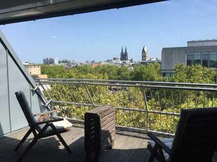 Traumhafte, individuelle und lichtdurchflutete 3 Zimmer Wohnung über den Dächern von Köln