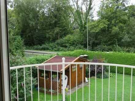 Am Park, freie 3 Zi-Wohnung, BLK mit Blick ins Grüne, frei, 8 Gehmin. S3