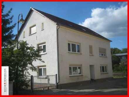 Viel Platz für kleines Geld: gemütliche 2-Zimmerwohnung mit Wannenbad, Abstellraum & Stellplatz
