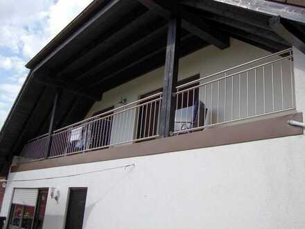 Gepflegte 4-Zimmer-DG-Wohnung mit Balkon und EBK in Wiesbach