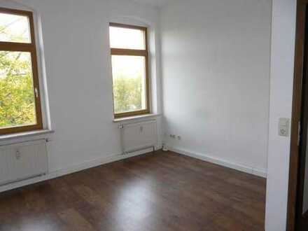 4 bis 5 Raum Etagenwohnung