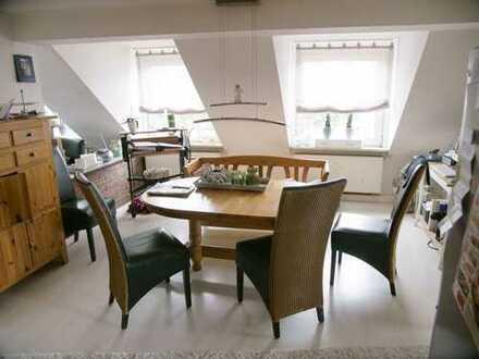 Geräumige, gepflegte 4-Zimmer-Dachgeschosswohnung zur Miete in Mülheim an der Ruhr