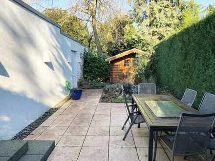 Bungalow als Erdgeschosswohnung mit Garten und Garage