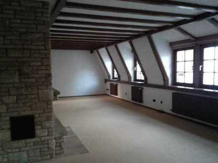 Sanierte 4-Zimmer-Maisonette-Wohnung mit Balkon und EBK in Weinheim Stadtmitte