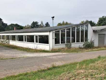 Freistehende Fertigungs- u. Lagerhalle mit Bürogebäude