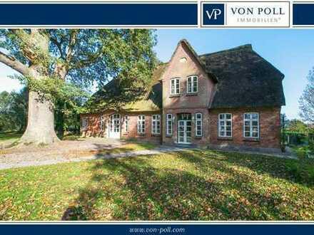 VON POLL Damendorf: Wohnidylle nach Gutsherrenart unter Reet