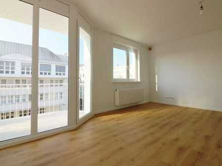 *1 NKM frei* Erstbezug -Lichtdurchflutete 4-Zimmerwohnung mit EBK und zwei Balkonen