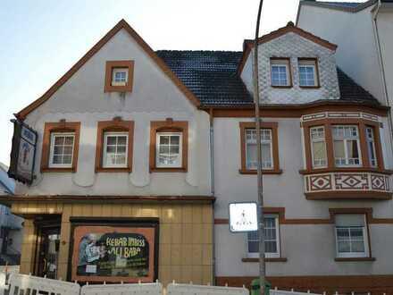 Wohn- und Geschäftshaus mit Imbißstube und Garten Eden