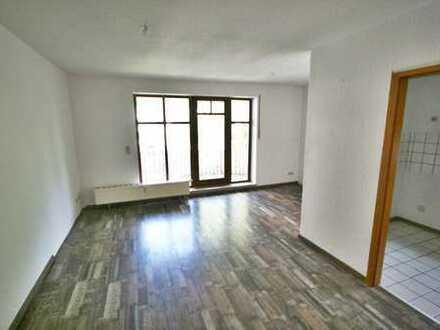 Der Sonne hinterher! Hübsche Wohnung mit zwei Balkonen und Option auf Einbauküche!