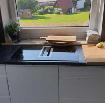 Erstbezug nach Sanierung: stilvolle 4-Zimmer-Wohnung mit Einbauküche und Balkon in Kutzenhausen