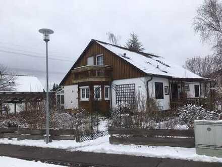 Einfamilienhaus mit großem ebenen Garten und Wintergarten, ruhige Lage,