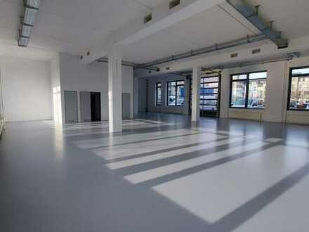 taghelle Gewerbefläche im Erdgeschoss mit Rolltor - Berlin Hellersdorf
