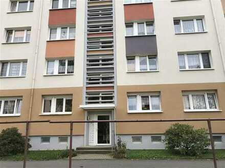 Preisgünstige 2-Raum-Eigentumswohnung mit BLK in Limbach-Oberfrohna!