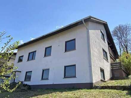 FREI! Zweifamilienhaus mit großem Garten in traumhafter Hanglage von Waldbronn direkt am Wald!