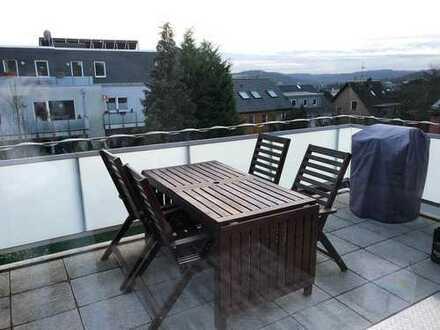 Neuwertige 3,5-Raum-Maisonette-Wohnung mit Balkon und Einbauküche in Essen