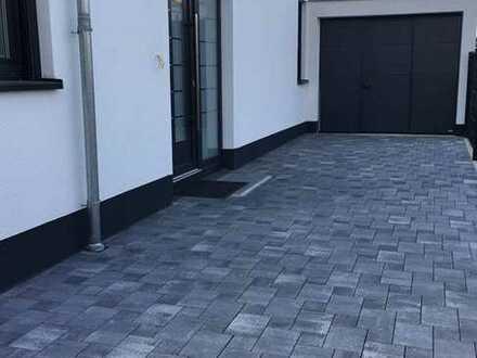 Neubau/Erstbezug! Familienfreundliche Luxus-DHH mit Terrassen, Garten und Garage in ruhiger TOP-Lage
