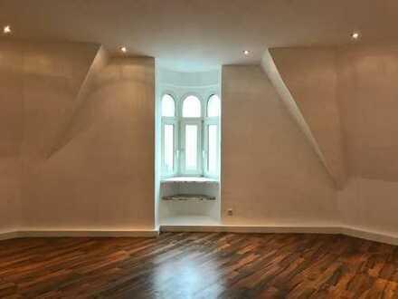 Renovierte 8 Zimmer Wohnung für WG oder große Familie