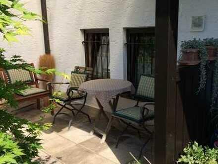ERBPACHT bis 2078: knapp 100 m² große 4- Zi. Wohnung mit Loggia, kleinem Vorgarten & Einzelgarage!