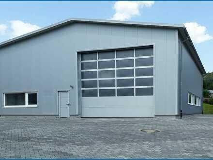 Exklusive Industriehalle mit innenliegender Bürofläche und Parkähnlicher Außenanlage incl. Pool !
