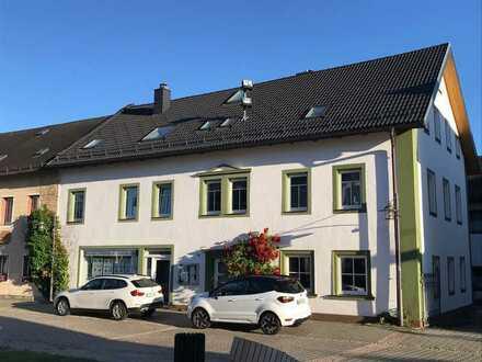 Gepflegte 5-Zimmer-Wohnung mit EBK und Süd-Terrasse im Ortskern von Bischofsgrün
