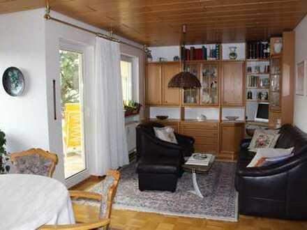 Helle 2,5-Zimmer-Wohnung mit zwei Balkonen und Garage