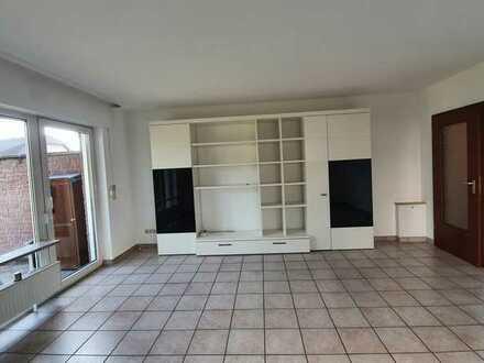 Neu sanierte 3-Zimmer Wohnung mit Terrasse
